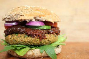 RECEPT DANA: Letnji pileći burger!