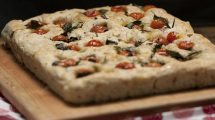 RECEPT DANA: Italijanska fokača sa tikvicama i sirom