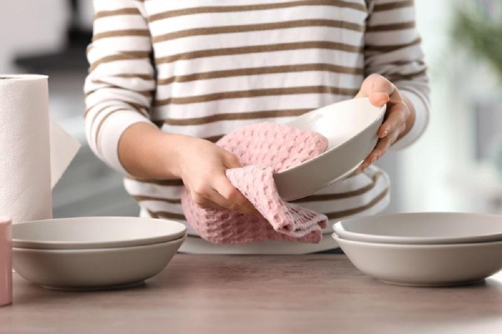 Izbelite svoje kuhinjske krpe bez otkuvavanja na starinski način