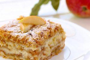 Kada iz bakine kuhinje izađe kolač sa jabukama, mora biti sočan i ukusan