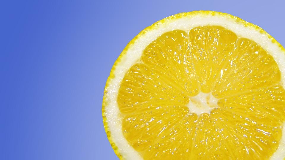 Ovih 10 razloga sprečiće vas da bacite koru limuna