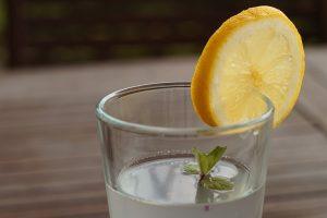 Voda sa limunom nije čudesna, evo koliko ćete kilograma zaista izgubiti ako je pijete 3 meseca