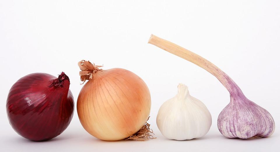 Sirup od crnog i belog luka jača imunitet i štiti od prehlade!