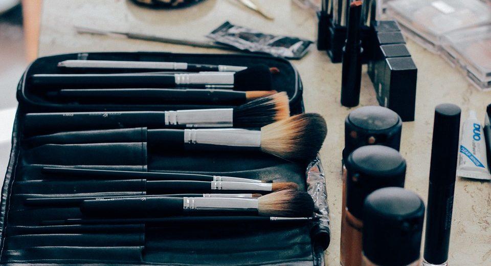 Da li šminka postaje rasadnik virusa kad se razbolimo?