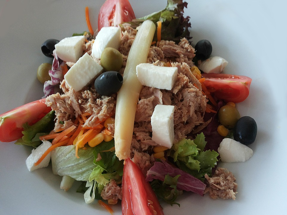 RECEPT DANA: Mešana tuna salata