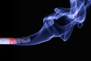 Uvesti potpunu zabranu pušenja na javnim mestima