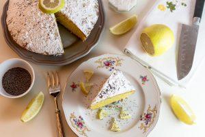 POSLASTICA DANA: Kolač s makom i glazurom od limuna
