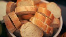 Kada kupite hleb, odmah ga izbadite iz kese - Ovako će vam vekna uvek biti sveža!
