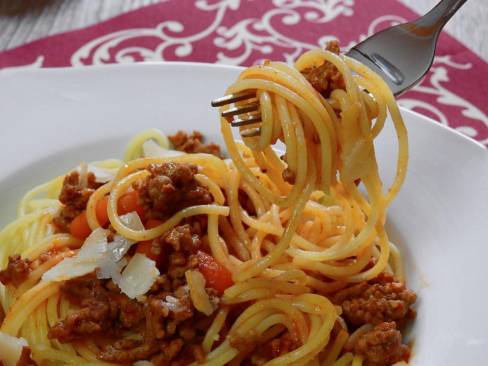 Recept dana: Zapečene špagete sa mesom i paradajz pireom