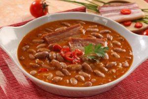 Recept dana: Zapečeni pasulj sa jagnjetinom