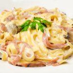 Recept dana: Zapečene špagete sa piletinom u kremastom sosu od pečuraka