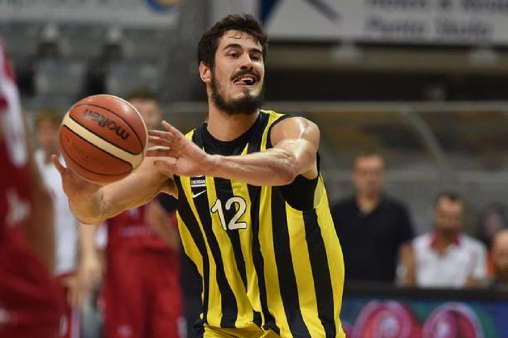 Sa utakmice je sramotno isključen Nikola Kalinić, a bio je šutnut u međunožje od strane protivničkog igrača