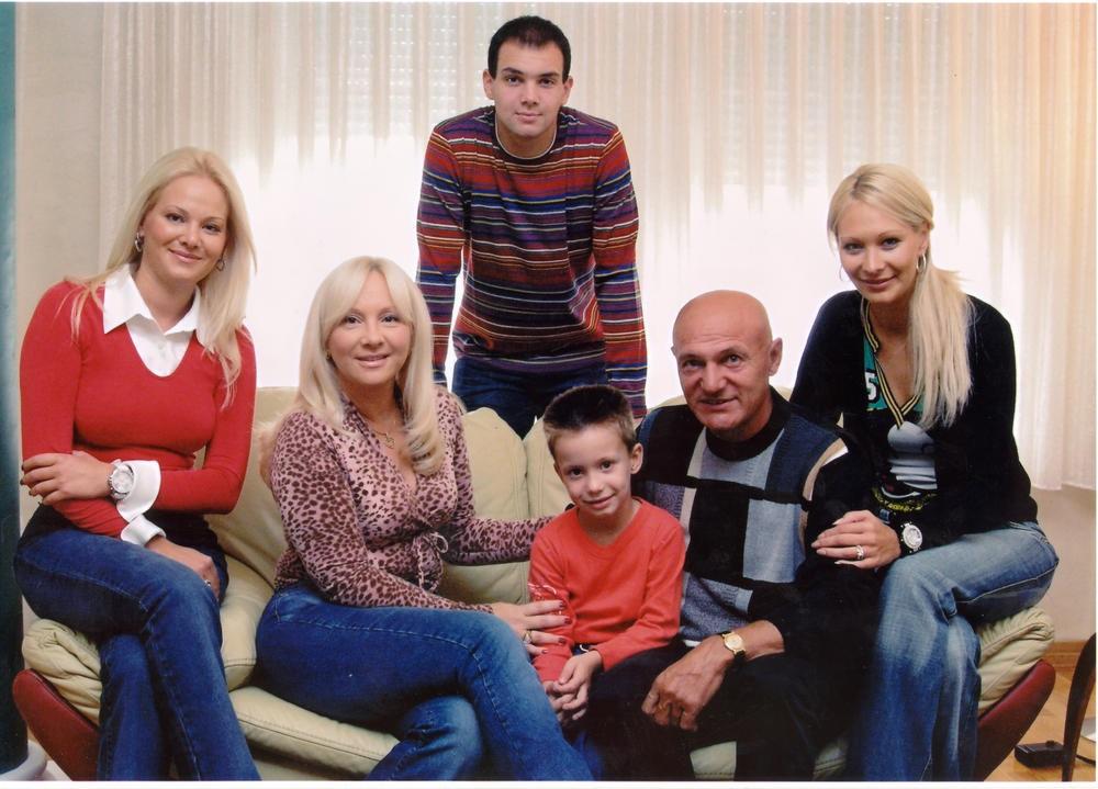 Najtužniji rođendan Sanele Šaulić. Umesto da ga slavi sa najmilijima, ona je morala da zamoli da oca ne sahranjuje na današnji dan