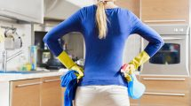 Rernu možete očistiti i bez HEMIKALIJA! Potrebna su vam samo dva vrlo jeftina sastojka!