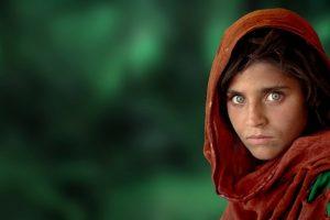 Kako posle 34 godine izgleda devojčica sa najlepšim očima na najpoznatijoj fotografiji koja krije bolnu istinu