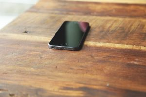 Upotreba smart phona u večernjim satima remeti san