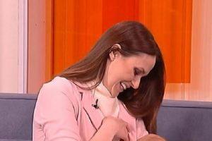 PREKID PROGRAMA !!! U jutarnjem programu Bojana Barović podojila sina. Voditeljkina reakcija neverovatna