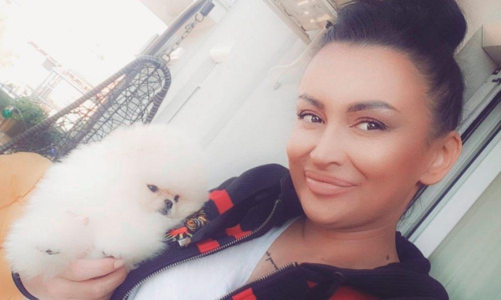 Dok joj je suprug bio ispred kafane, Andreana Čekić se zaključala u toalet sa novim dečkom