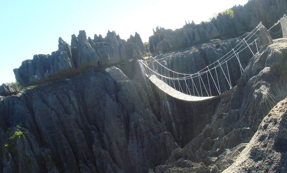 """Iznad """"kamene šume"""" prostire se najopasniji most na svetu"""