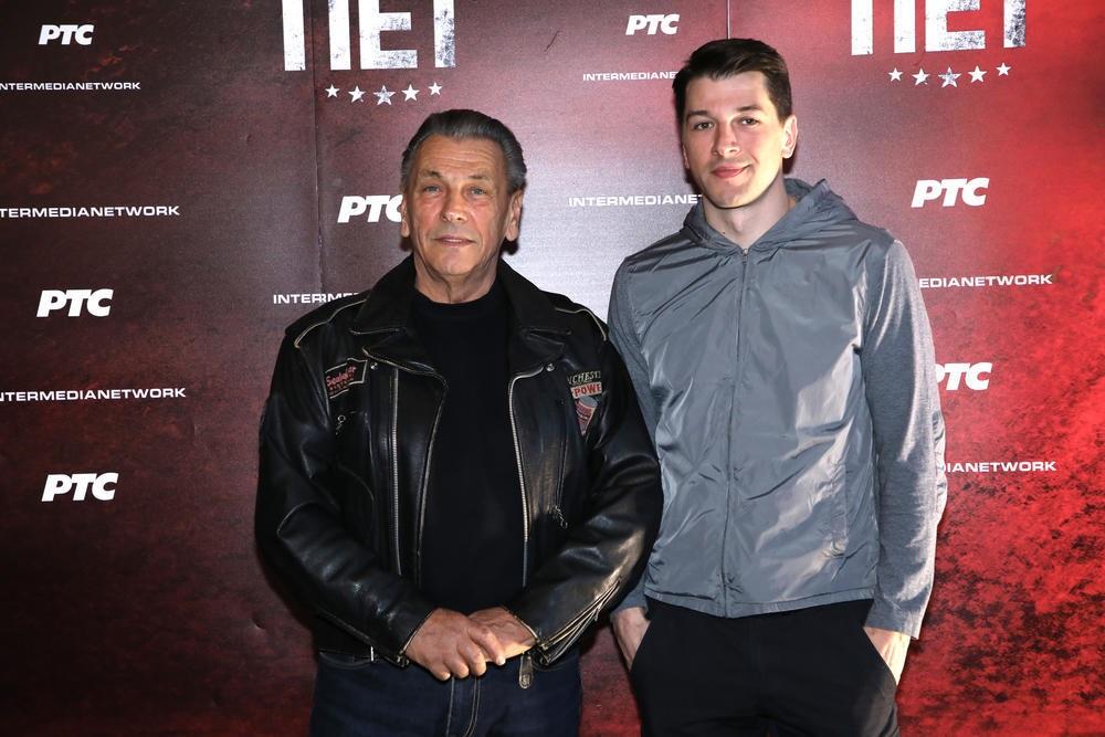 Otac Viktora Savića je neverovatan dasa, koji je uplovio u glumačke vode i zajedno će sa svojim sinom, ponosno igrati u jednoj seriji