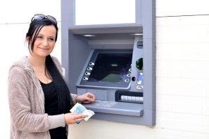 OPREZ !!! Evo zbog čega ne bi trebalo da uzimate potvrdu kada koristite bankomat