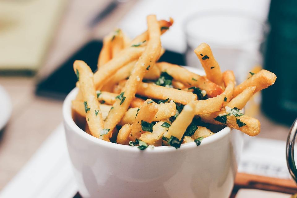 Pomfrit kao iz restorana: Najbolji trik za pripremanje najukusnijih krompirića