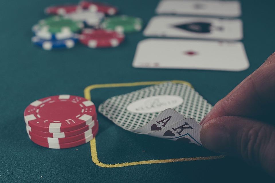 Sve više zavisnih: Kocka, kupovina i pornografija će nam doći glave?
