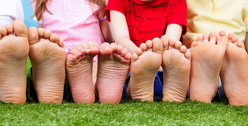 Ortopedske cipele ili ulošci? Šta je bolje za decu?
