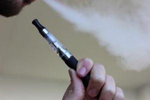 """""""Zdravija"""" alternativa? Pa, ne baš... E-cigarete povećavaju rizik od infarkta i depresije!"""