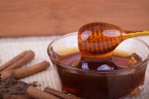 Domaći sirup od meda i zelenih oraha za bolji rad štitne žlezde i jačanje imuniteta!