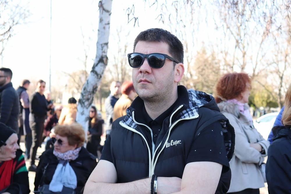 Ovaj rijaliti učesnik je izašao neprimećen iz vile i otišao na sahranu Divne Karleuše