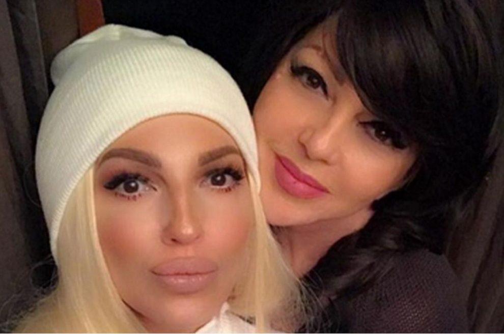 Neverovatno jaka ljubav majke i ćerke !!! Jelena Karleuša je u čast svoje majke Divne objavila predivne snimke iz njenog voditeljskog života