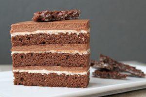 Poslastica dana: LEŠNIK TORTA S PIŠKOTAMA