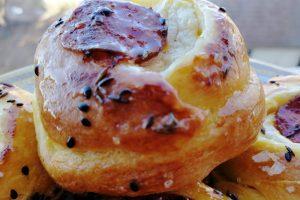 Ružice sa sirom i kobasicama koje otvaraju apetit