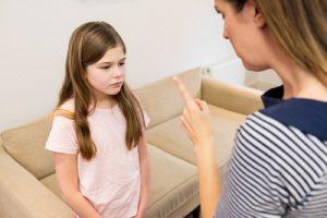 """Kada je u odrastanju prisutna """"zla"""" mama, zbog koje deca misle da se razlikuju od svojih vršnjaka"""