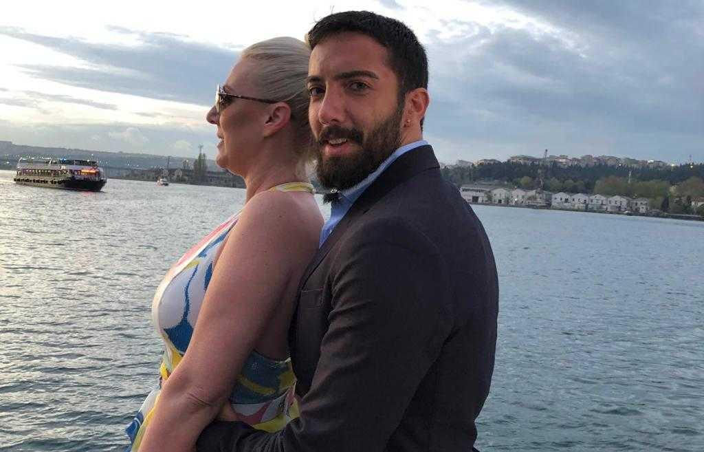 Turski mister zaveo grandovu pevačicu