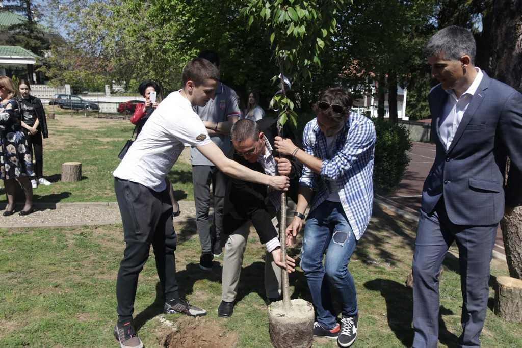 Na Međunarodni dan planete Zemlje zasađene sadnice prijateljstva u Beogradu