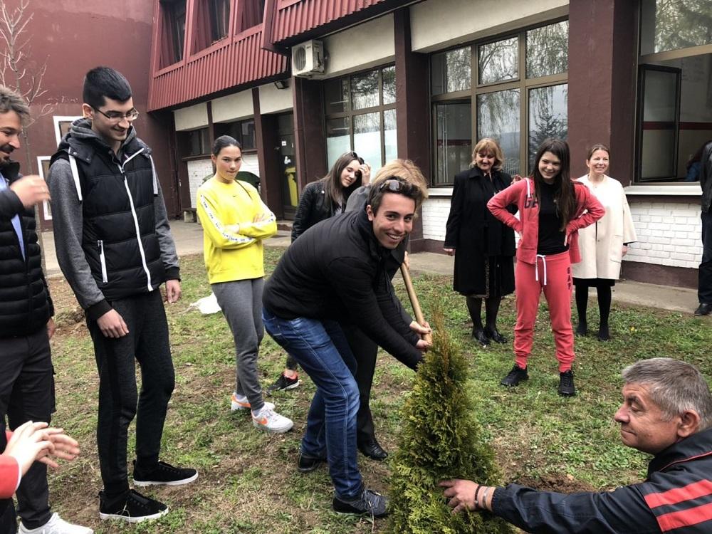 U susret Međunarodnom danu planete Zemlje učenici zasadili sadnice prijateljstva