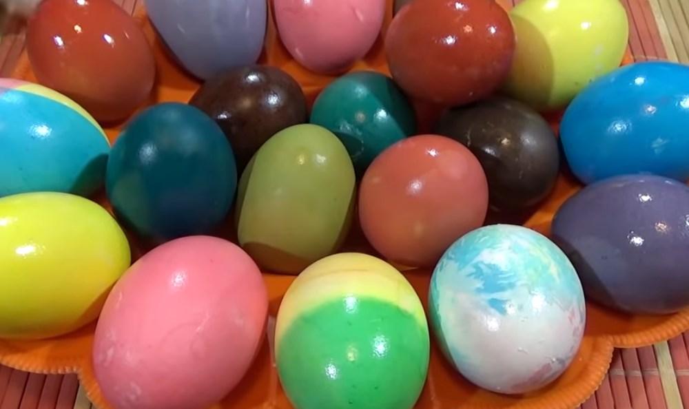 Namirnicama iz kuhinje ofarbajte uskršnja jaja, po receptu Marte Stjuart