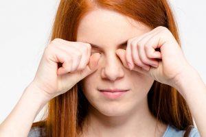 7 razloga zašto ne treba trljati oči, pogotovo rukama!