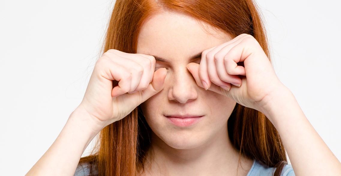 """TRLJANJE OČIJU može biti opasno!Povedite računa kada sledeći put """"protrljate"""" oči!"""