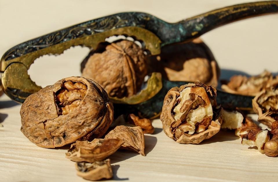 Ljuska oraha za blistav osmeh: Napravite prirodno sredstvo protiv kamenca