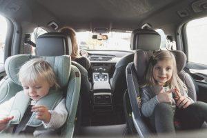Postavljanje autosedišta u smer suprotan od smera vožnje je budućnost!