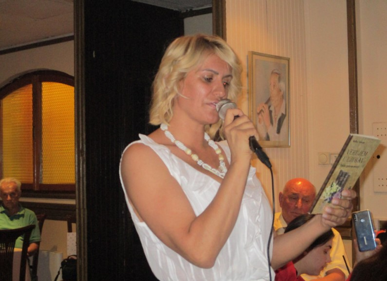 Božica Velousis oduševila sve prisutne u Skadarliji! Poezija nikada neće umreti!