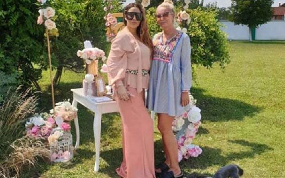 Pevačica Ana Nikolić proslavila drugi rođendan ćerke Tare!
