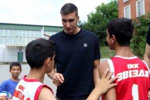 Bogdan Bogdanović poklonio sezonske ulaznice za KK Partizan deci iz doma