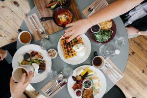 Jedite i mršavite...probajte OVE trikove i proverite da li je to moguće!