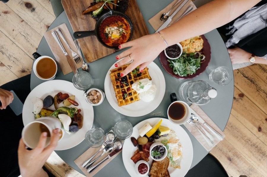NIKAKO NA PRAZAN STOMAK! Ove namirnice nisu dobar izbor za doručak, mogu izazvati ozbiljne tegobe!