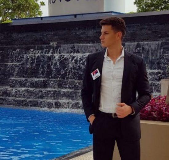 Nikola predstavlja Srbiju na takmičenju Mister World na Filipinima, I VEĆ JE OSVOJIO MNOGA SRCA! (FOTO)