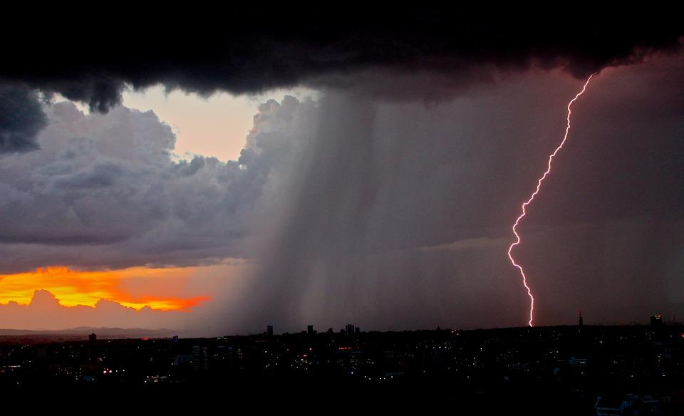Grmljavine i oluje mogu predstavljati VELIKU OPASNOST za vozače!!ČUVAJTE SE!